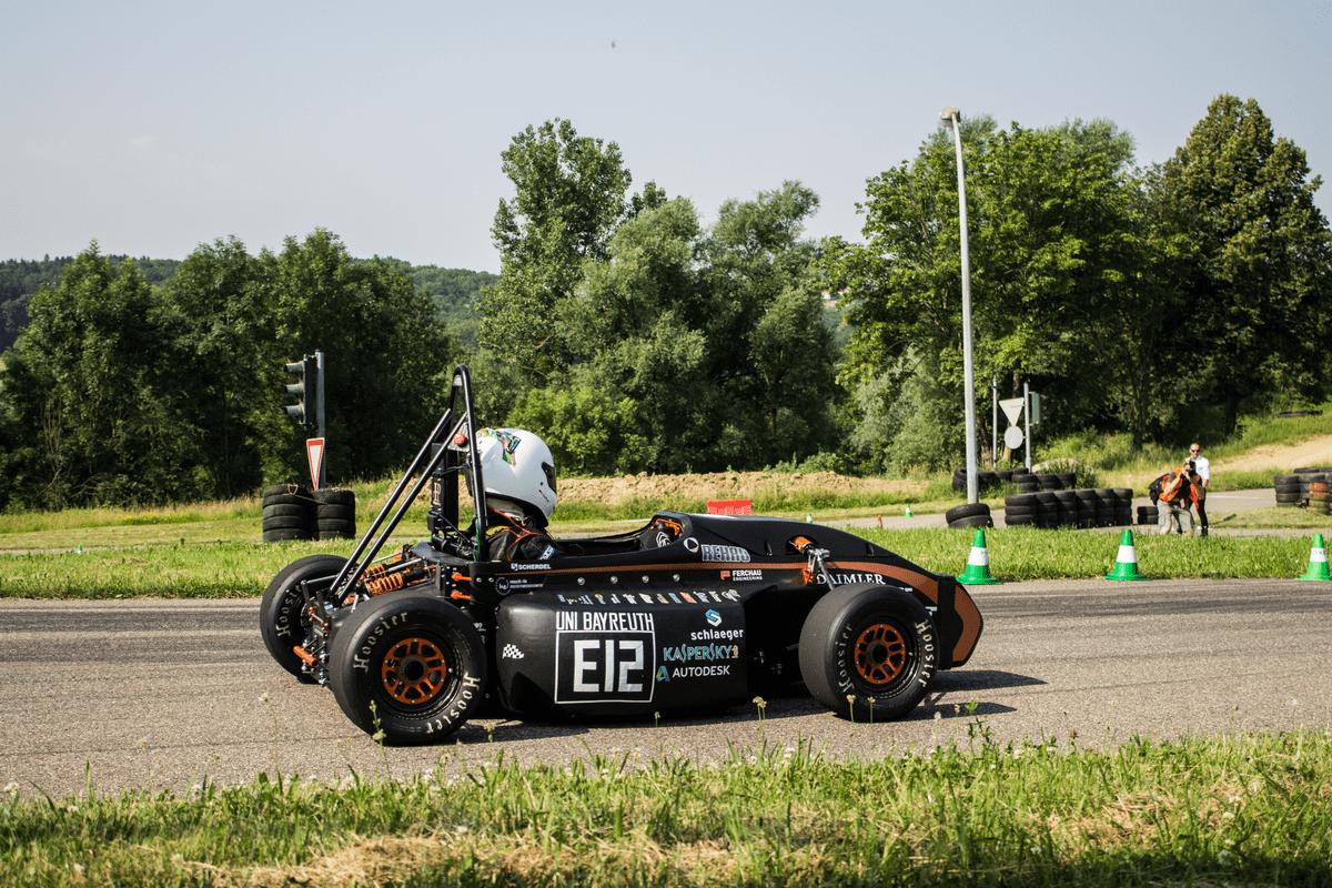 Daimler-Racetrack-01
